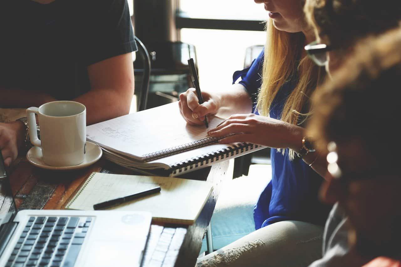 Programar una reunión en tu calendario online durante una llamada comercial